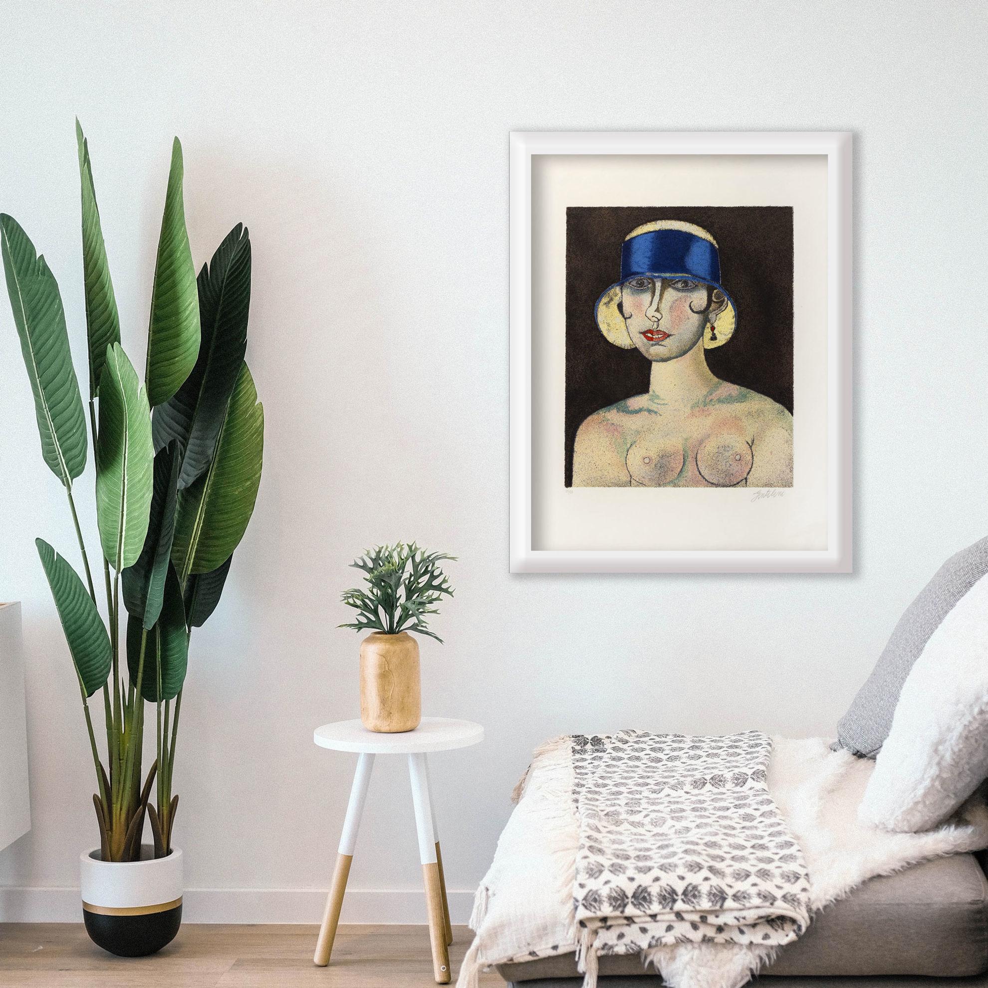Immagine di Donna con cappello blu